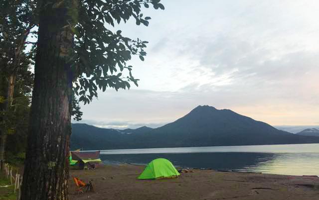 美笛キャンプ場前の支笏湖